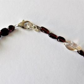 Ketting + armband van amethist en kleine granaten (44 cm en 18 cm lang)