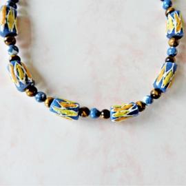 Halsketting van tijgeroog, blauwe natuursteen en 7 handgemaakte Afrikaanse kralen (47 cm lang)