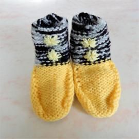Gebreide sokjes in geel met grijs (maat 62-68)