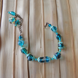 Groen-blauw  (verstelbaar van 18-22 cm)