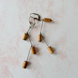 Oorbellen van brons en hout (10 cm lang)