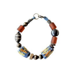 Armband met 2 handgemaakte Afrikaanse kralen, glas en metaal (20 cm lang)