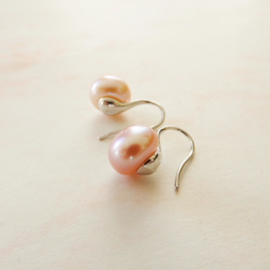 Zilveren oorhangers met lila-roze zoetwaterparels