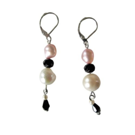 Witte en roze zoetwaterparels met zwarte kristal