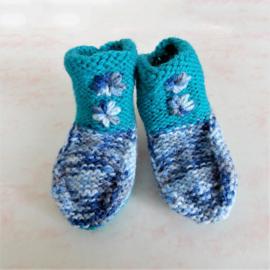 Gebreide sokjes in groen-blauw met blauw (maat 62-68)