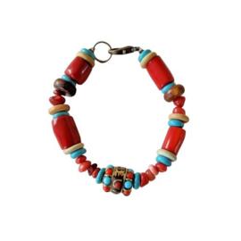 Armband van bamboekoraal, oud koraal, been, turkoois en een Tibetaanse kraal (19 cm lang)