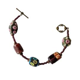 Barokke armband van grote en kleine glaskralen (21 cm lang)