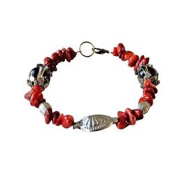 Armband van oud koraal met grote glaskralen en ijzer (21 cm lang)