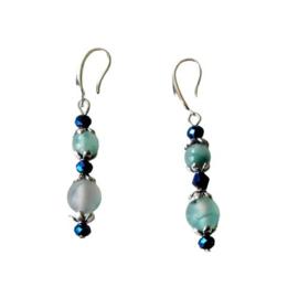 Jade met blauw metallic glaskraaltjs + brede zilveren haakjes