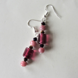 Rood glas met roze natuursteen en kristal