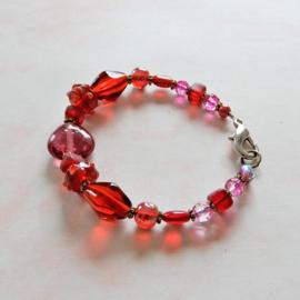 Armband van rood en roze glas (19,5 cm lang)