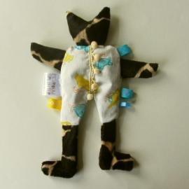 Kruidenkat in  pyjama met geel en blauw (droomkussentje)