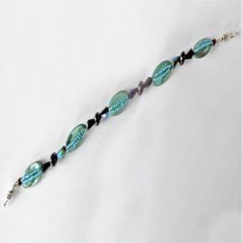Blauw parelmoer met glaskralen (20,5 cm lang)