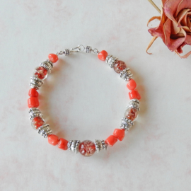 Armband van oranje bamboekoraal met glas en Indiaas zilver (21,5 cm lang)