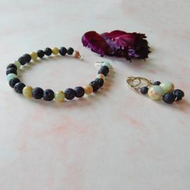 Armband + oorbellen van lavasteen met slangenhuidsteen (19 cm)