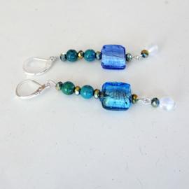 Blauwe glaskraal met chrysocolla en kristallen met maansteen