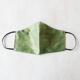 Olijfgroen mondkapje van ruwe zijde (double face) en zwart elastiek