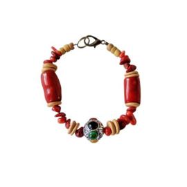 Armband van bamboekoraal, oud koraal en been met een Tibetaanse kraal (19,5 cm lang)