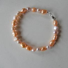 Oranje en roze zoetwaterparels (18,5 of 19 cm)