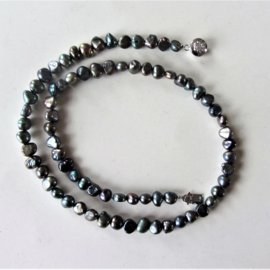 Halsketting van zwarte zoetwaterparels met een schuifslotje van zilver (45 cm)