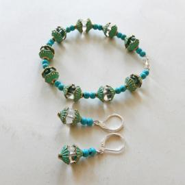 Armband + oorbellen van turkoois en helder kristal met eindkapjes van brons (19,5 cm lang)