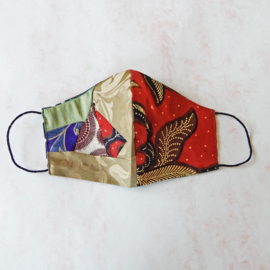 Patchwork/rode-batik mondkapje (double face) met dun zwart elastiek