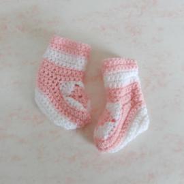 Gehaakte sokjes in roze en wit (maat 62-68)