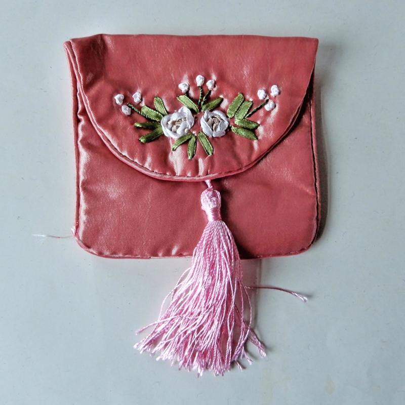 Licht-roze tasje van Chinese zijde (10 x 9 cm)