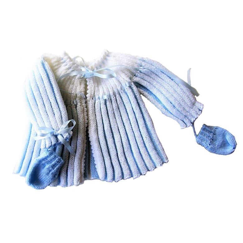 Klein blauw-wit gebreid jasje + wantjes in maat 56