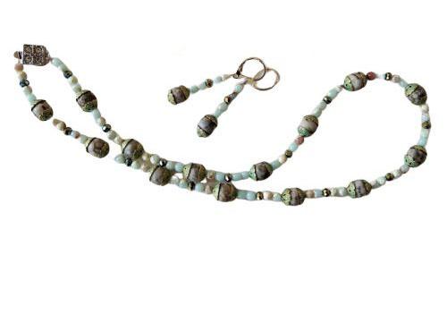 Ketting + oorbellen van grijs natuursteen, brons en slangenhuidsteen met kristal  (47 cm)