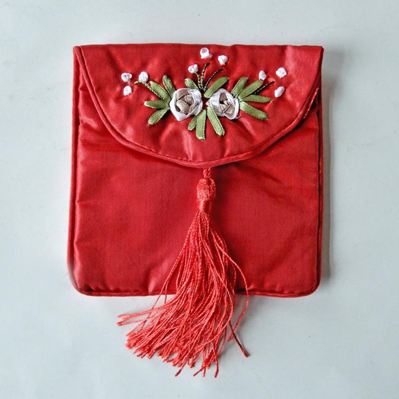 Rood tasje van Chinese zijde (10 x 9 cm)