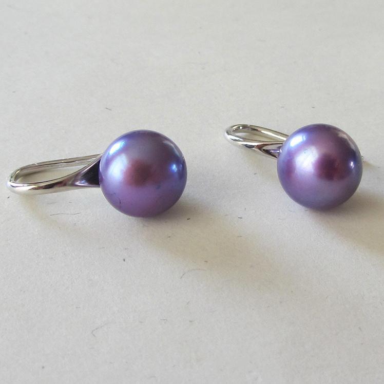 Lila paarse zoetwaterparels aan zilveren hangers