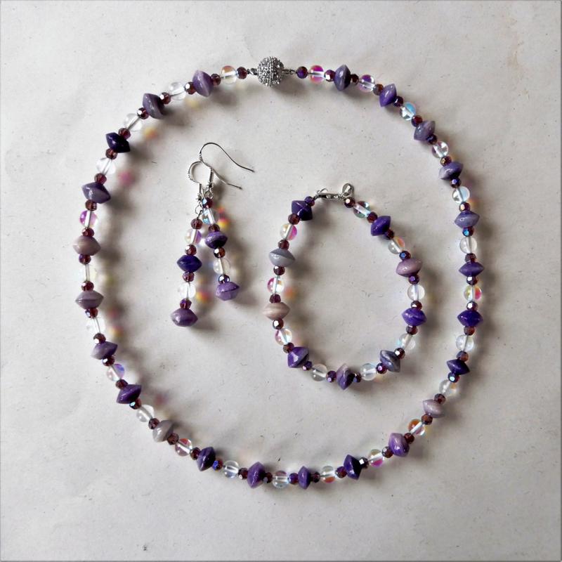 Ketting + armband + oorbellen van paarse stenen met maansteen en kristal (46 en 19 cm lang)