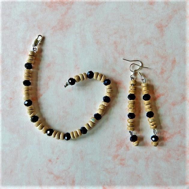 Armband en oorbellen van been en zwarte kristallen (18,5 cm lang)