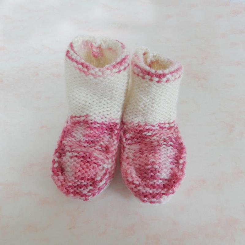 Gebreide roze sokjes met wit (maat 62-68)