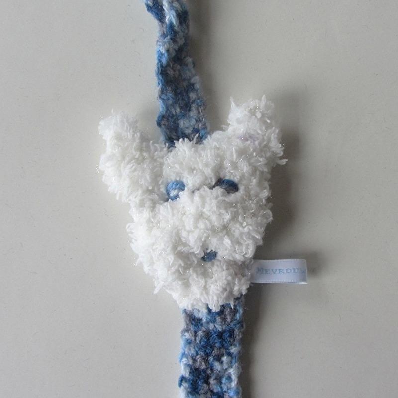 Blauw speenkoord met een hondje (lengte 33 cm) en een clip van hout