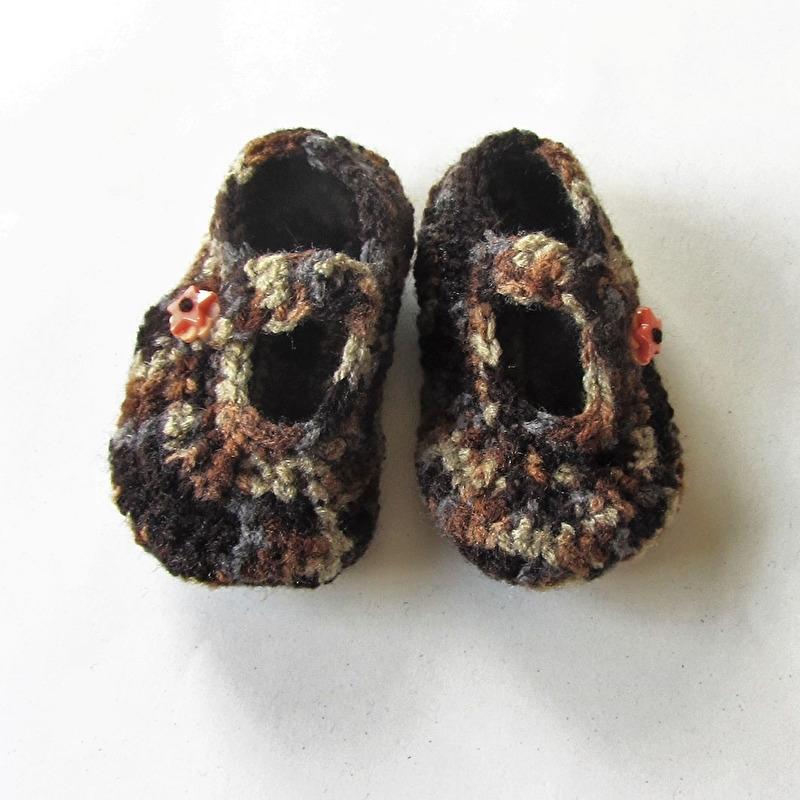 Bruin gemeleerde gehaakte schoentjes voor maat 74