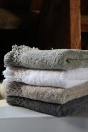 Carine handdoek met gehaakt randje en franje, Dark Grey, 70-140cm
