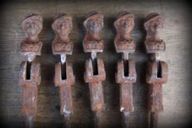 Antieke gietijzeren luikhaak (blaffetuurhaak)