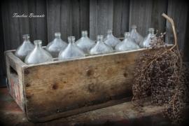Oud houten krat met 10  flessen