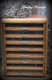 Oud houten fourniturenkast/garenkast