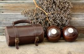 Engelse bowls in lederen tas