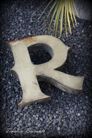 """Vintage industriële zinken gevelletter """"R"""""""