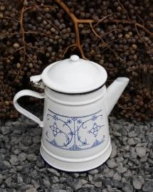 Emaille koffie- theepotje met Saksisch motief