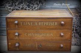 """Chadwick's fourniturenkastje """"Laine a repriser"""""""