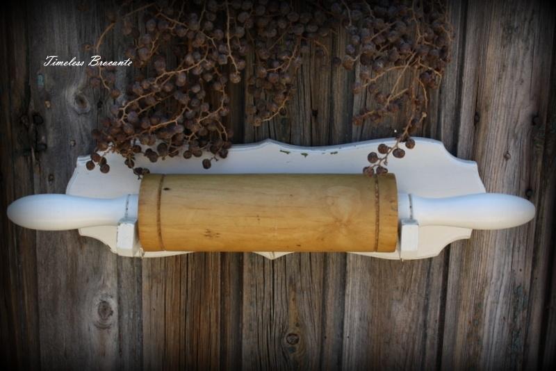 Brocante houten rekje met deegroller