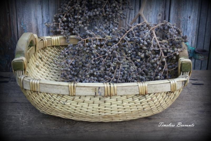 Handgevlochten oude rieten mand