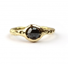 Ring met zwarte roos geslepen diamant