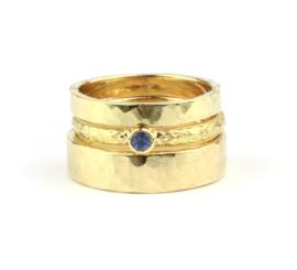 Trouwringen- en verlovingsringset met saffier