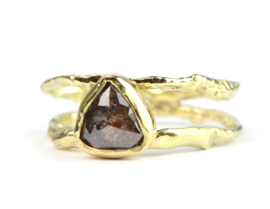 Prachtige verlovingsring met roodbruine diamant
